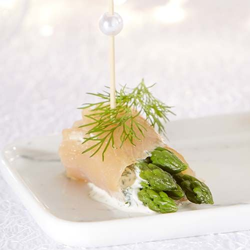 Zalmhapjes met groene asperge en dilleroom