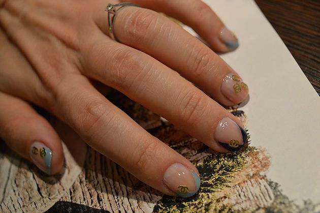 Nail Art Manicure Deign  Blue and Gold