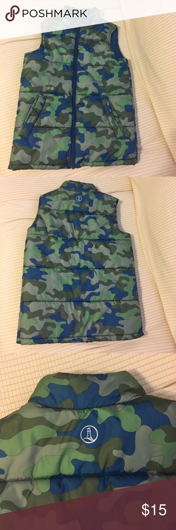 Lands End Camouflage quilted vest boys Lands End blue and green camouflage quilted or puffer boys vest. Has front pockets and zip front size 8 runs large made of polyester. In perfect condition barely worn. Lands' End Jackets & Coats Vests