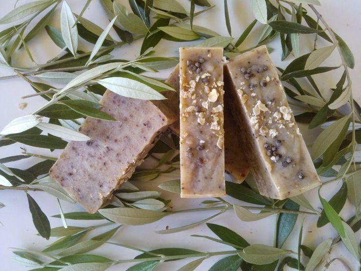 Χειροποίητα σαπούνια-Κεραλοιφές                                            Λαοδάμεια: σαπούνι με ξηρούς καρπούς και λυγαριά