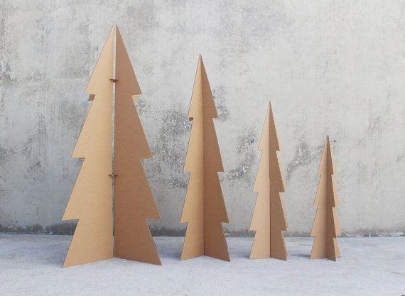 Un nouveau spin sur notre arbre de Noël en carton style traditionnel (si il y a une telle chose comme un arbre en carton traditionnelle) cette liste est pour l'arbre de 6 pi.  Les arbres de 5 pi, 4 pi et pi 3 sont disponibles comme un ensemble ici: https://www.etsy.com/listing/461982932/3-modern-cardboard-trees-5ft-4ft-and-3ft  Le carton sapin de Noël est de 70 pouces de hauteur (un peu moins de 6 pi) et est composé de 1/8 en carton recyclé coupé avec une lame de couteau. (donc il ne PUE…