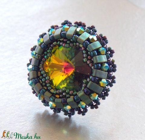 Vitral - gyöngy hímzett gyűrű (Muttery) - Meska.hu #muttery #vicusdesign #gyöngyhímzés #gyűrű #swarovski #halftila #gyöngyösékszer #zöld