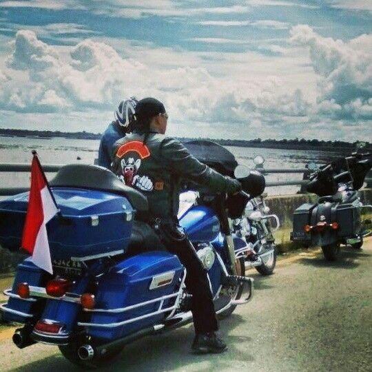 We Ride  #dirgahayuindonesia #indonesia #karasmc #motorcycleclub #patch #onepercenter #sayaindonesia #suryanationmotorland #nkri #riderindonesia #ride #bigbike #rider #badass #onepercenter #outlaws