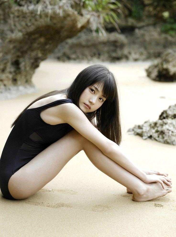 有村架純 セクシー スクール水着 体育座り カメラ目線 唇 女優 美人 砂浜 高画質エロかわいい画像92