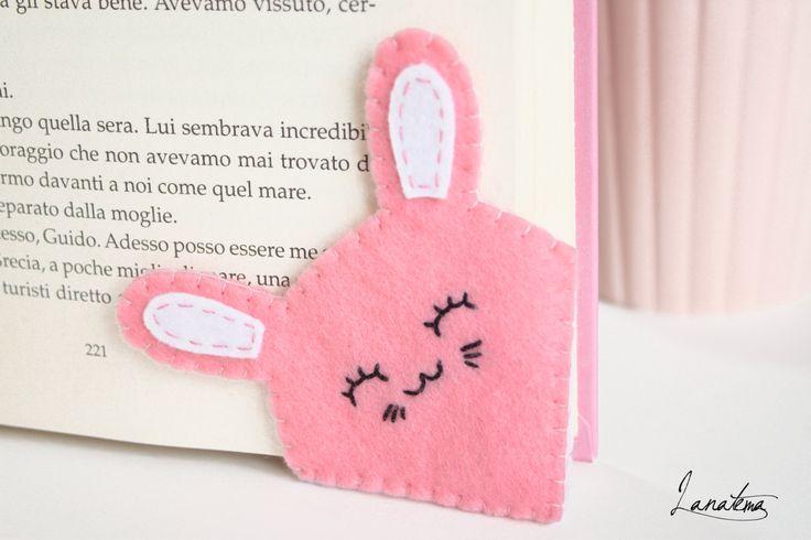 Segnalibro ad angolo in feltro coniglio rosa per chi di Lanatema