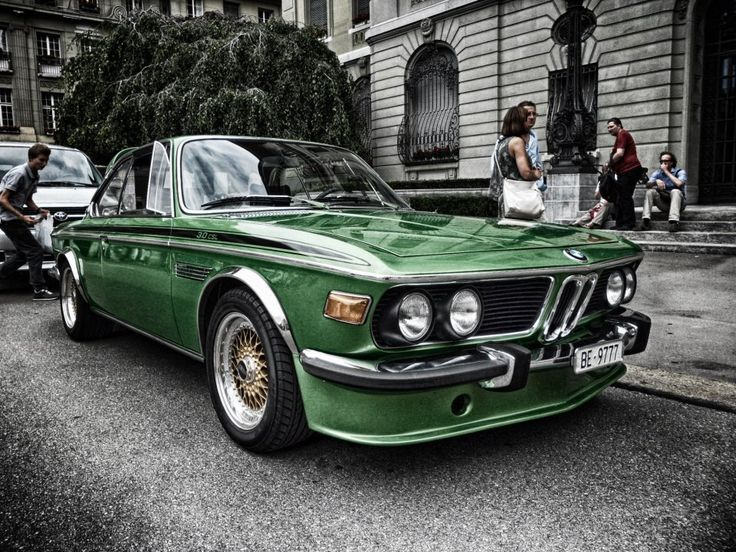 BMW 3.0 CSL. Foto by J. Abrahao. Love this hue/shade paint scheme.