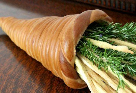 Recipes & Tutorial to make a bread cornucopia. I'm dying to try this for Thanksgiving!