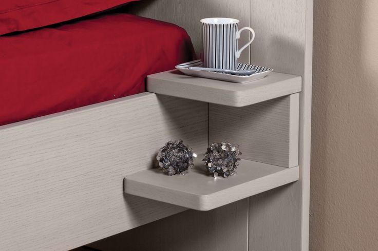Gain de place, pratique et fabrication française ! Cette petite table de chevet très pratique, a été mise a disposition pour vous ! Venez la retrouver chez nous !
