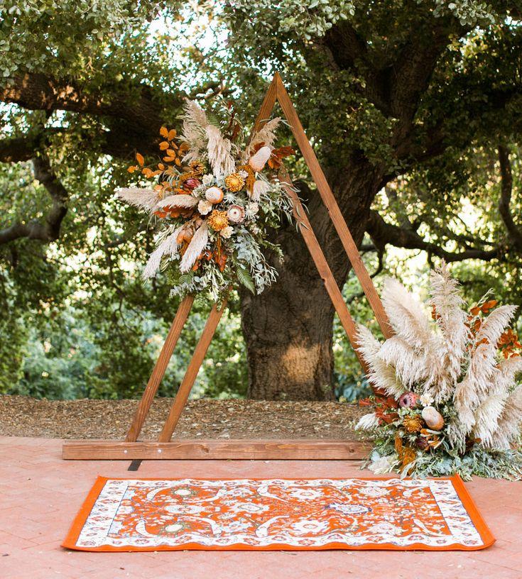 Boho-Chic Florals + Rustikale Farben für die traumhafteste Hochzeit – auf einer Avocado-Farm!   – arch