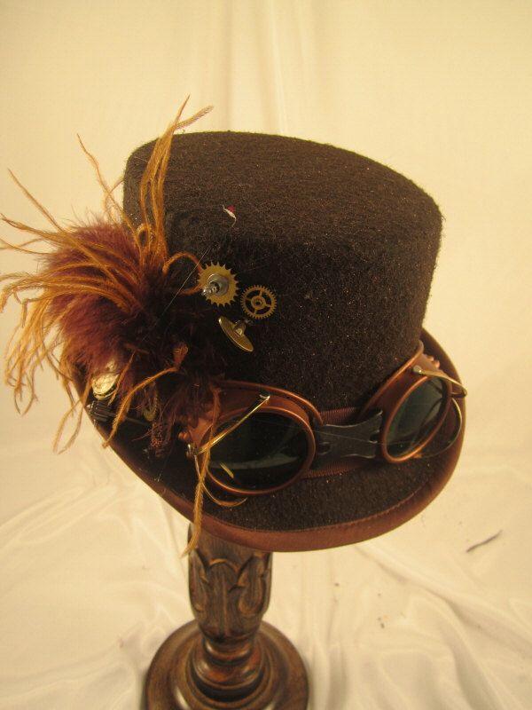 STEAMPUNK hauts-de-forme, Womens hauts-de-forme, chapeaux d'équitation, Brown, feutre, autruche, lunettes, pièces d'horloge par EmilyWayHats sur Etsy https://www.etsy.com/fr/listing/120307972/steampunk-hauts-de-forme-womens-hauts-de