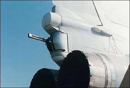 Como elemento de autodefensa contra las amenazas aéreas el aparato dispone en la cola de un montaje de 2 cañones GSh-23M de 23 mm accionado por control remoto.