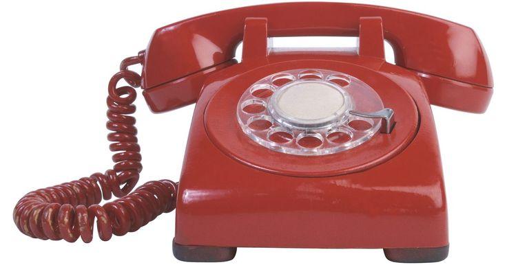 ¿Cuáles son los principios científicos del télefono?. Los teléfonos han existido por más de 100 años, pero los principios científicos básicos aún son los mismos en los artefactos actuales. Estos incluyen la manipulación de ondas sonoras para hacerlas más sencillas de emitir y recibir. Los teléfonos inalámbricos y celulares también utilizan transmisión de radiofrecuencias, las cuales son gobernadas ...