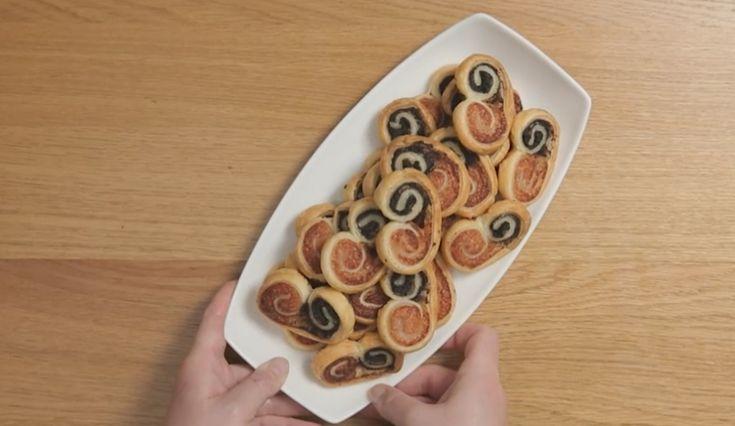 I ventagli di sfoglia bicolore sono una ricetta semplice e sfiziosa, perfetta per buffet e aperitivi: accompagnateli con un calice di vino o prosecco.