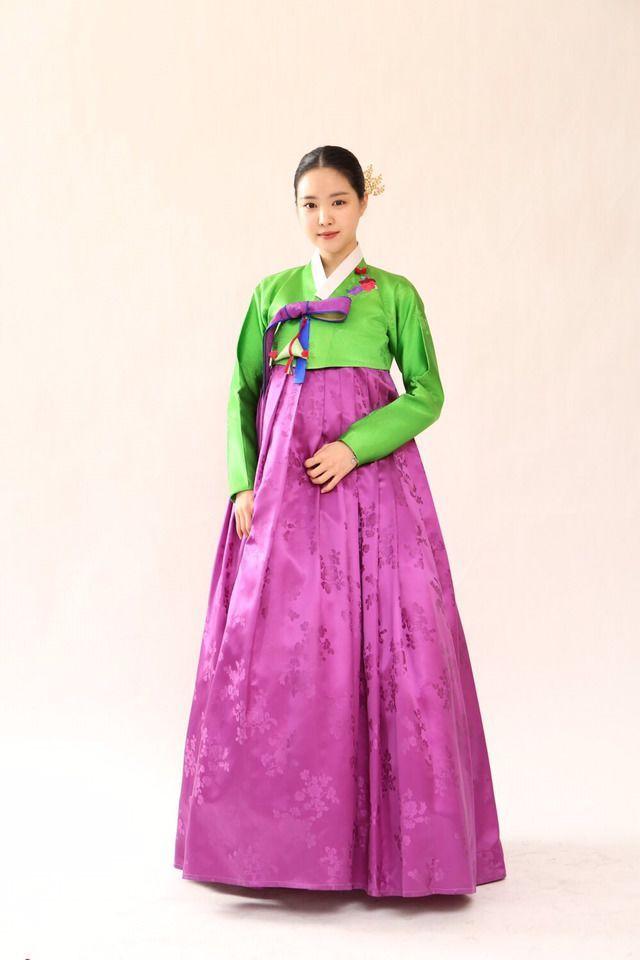 Adu Gaya Idol Kpop Kenakan Hanbok Menawan Dengan Sentuhan Tradisional Kecantikan Idol Kpop