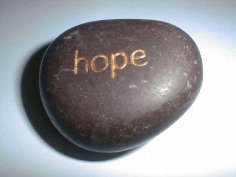 Ziua de luni începe cu speranță!  Cea mai fragilă stare a noastră devine puternică în momentul în care adăugam un strop de speranță. Nu de puține ori se întâmplă să cădem în stări în care avem impresia că totul se termină și că nimic nu va mai căpătă sens vreodată. Dar, de fiecare dată din aceste stări ne scoate speranța care ne este insuflată de cei din jurul nostru sau care o găsim noi pierdută undeva în adâncul sufletului nostru. De multe ori m-am întrebat ce ne face să ne pierdem…