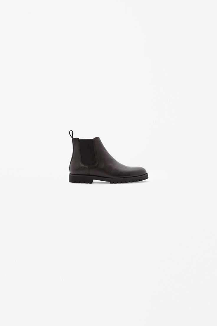 Grained chelsea boots
