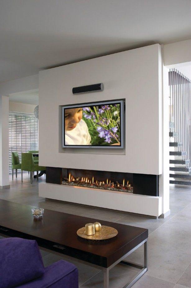 Meer ruimte door een hele muur weg te halen en een stukje over te laten voor de televisie en eventueel open haard.