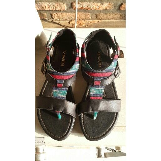Kusumah sandals in black leather with tenun