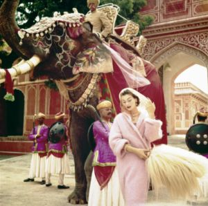 Norman Parkinson - City Palace in Jaipur India.png