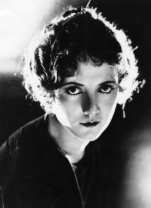 Lois Wilson > Carey Mulligan, in terms of on-screen interpretations of Daisy from GG at least.  Photography
