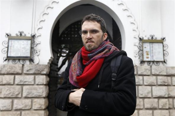 Paris Muslim activist to test Islamic taboos with gay-friendly mosque