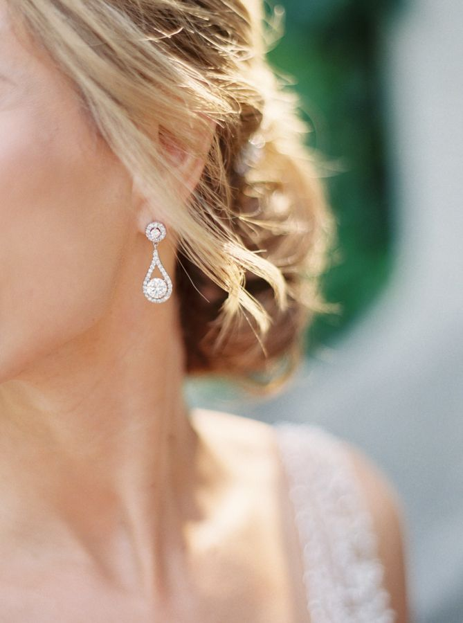 Pretty teardrop earrings are subtle and sophisticated: http://www.stylemepretty.com/2015/09/28/coral-garden-party-wedding-at-casa-loma/ | Photography: When He Found Her - http://www.whenhefoundher.com/