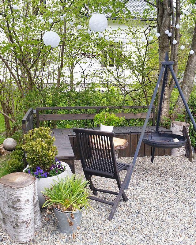 S P R I N G // let's move out   #spring #vår #uterom #outdoor #outside #uteliv #utendørs #natur #feelfreefeed #liveauthentic #hage #dagensinterior #rom123 #bonytt #interiørmagasinet #bobedre #outdoorliving #garden #madebyme #diy #gardenfurnitures #design #hagemøbler #byggmakker
