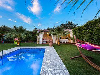 Luxe villa met Roof top jacuzzi, uitzicht op het platteland, prive zwembad en een fitnessruimte!
