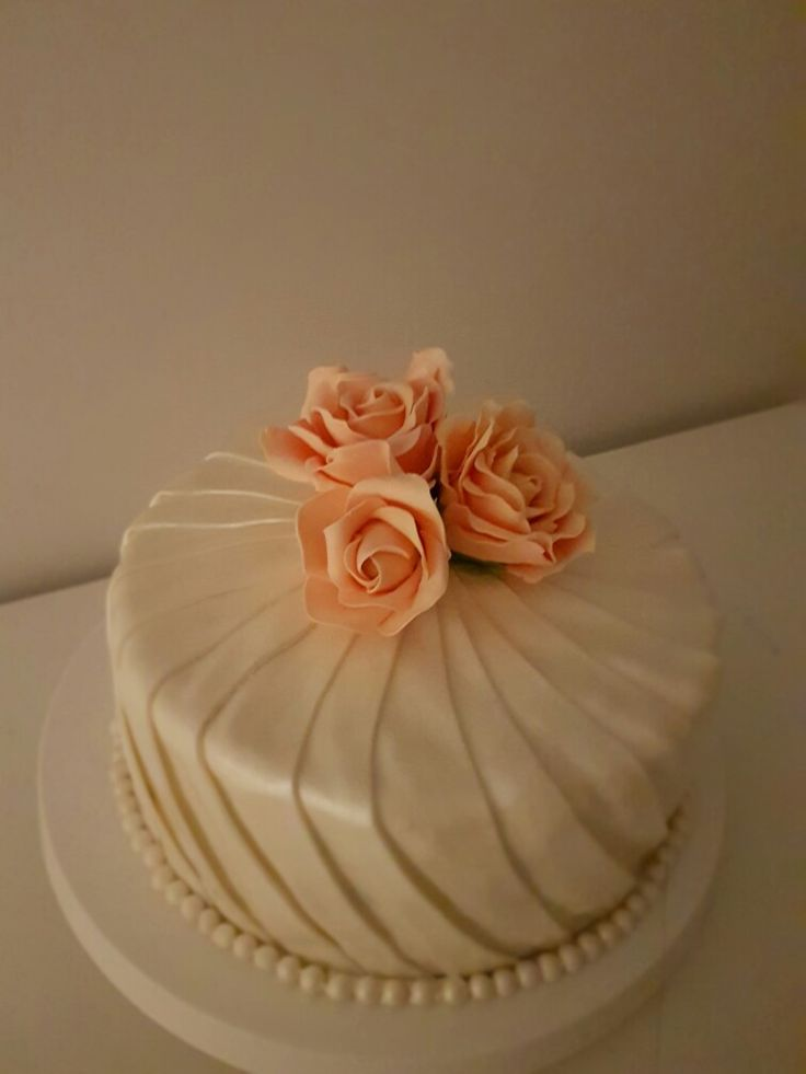 Pleated Cake with pink roses