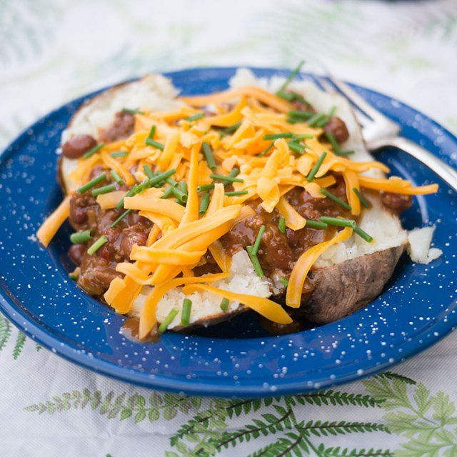 Campfire Chili Cheese Baked Potatoes - http://www.diypinterest.com/campfire-chili-cheese-baked-potatoes/