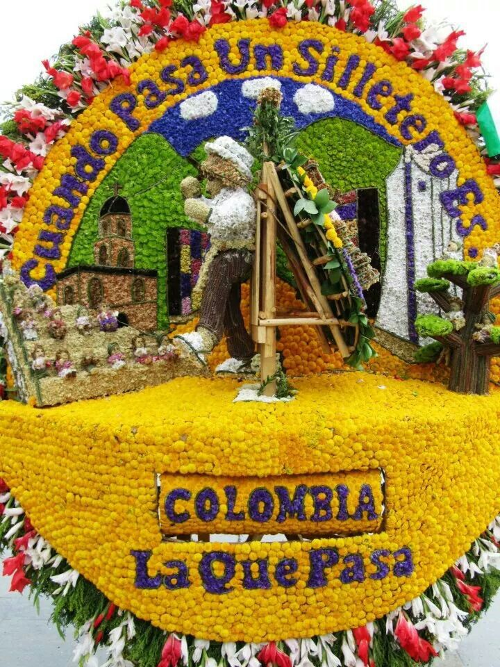 Feria de flores Medellin. En la silleta las palabras Antioquia y Colombia son rotatorias manualmente.