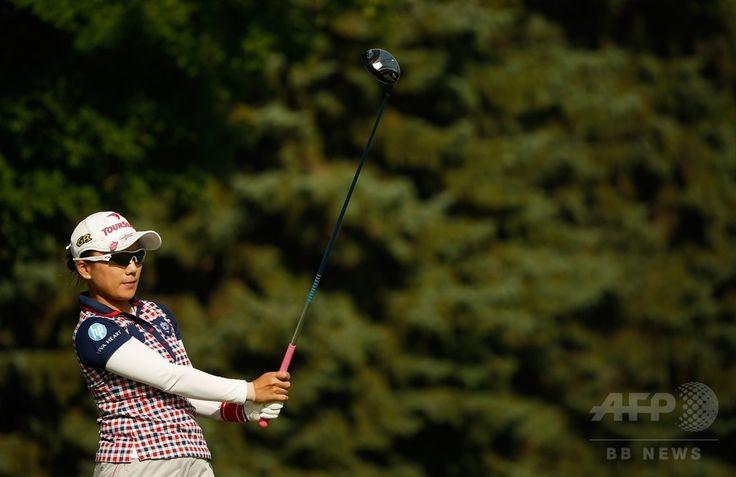 女子ゴルフ米国ツアーメジャー第4戦、全米女子プロ選手権(Wegmans LPGA Championship 2014)初日。11番でティーショットを打つ有村智恵(Chie Arimura、2014年8月14日撮影)。(c)AFP/Getty Images/Scott Halleran ▼15Aug2014AFP|トンプソンと李美娜が首位発進、全米女子プロ http://www.afpbb.com/articles/-/3023113 #Wegmans_LPGA_Championship_2014 #Chie_Arimura