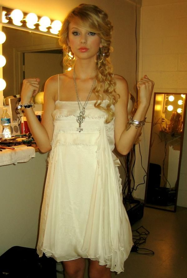 "A behind the scenes shot of Taylor Swift rocking Jenny Dayco jewelry for her ""Fearless"" album cover shoot!"