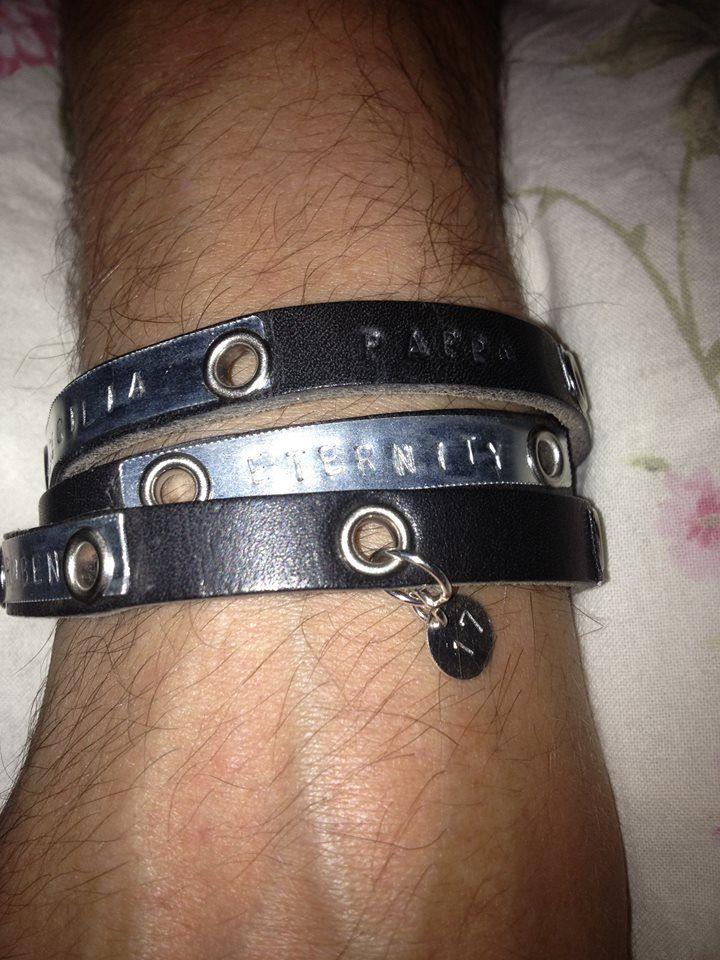 3-radigt armband av läder och metall med text madlymore.tictail.com