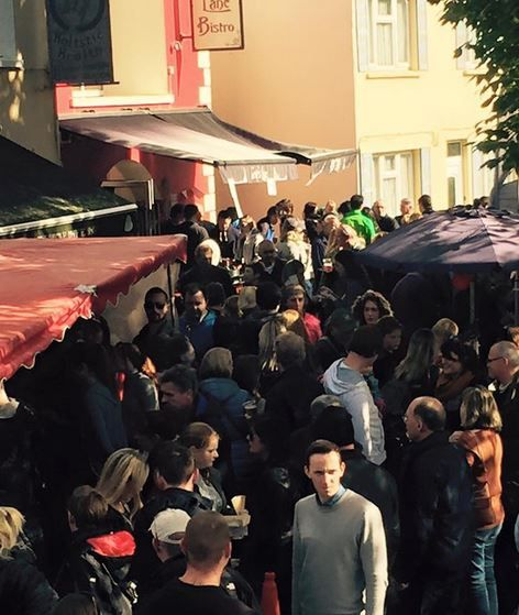Wonderful crowds fill Grey's Lane outside the Bistro for day 1 of the Dingle Food Festival 2016.