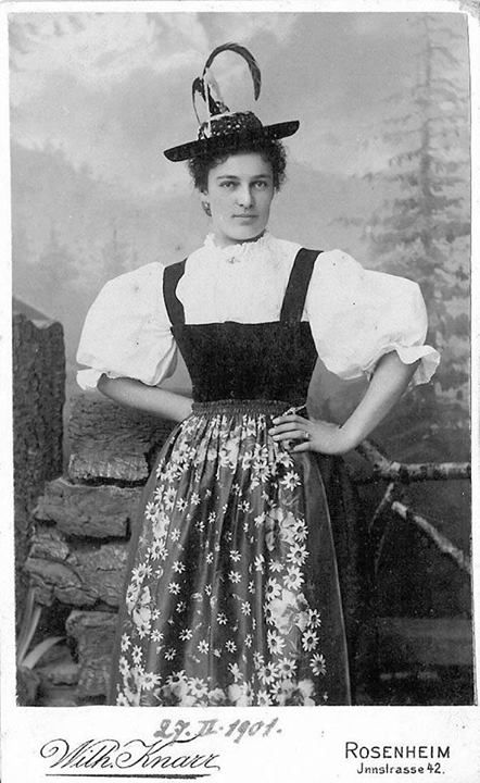 Tracht Rosenheim, 1901 (Quelle: Bayerisch ist Cool! auf FB)