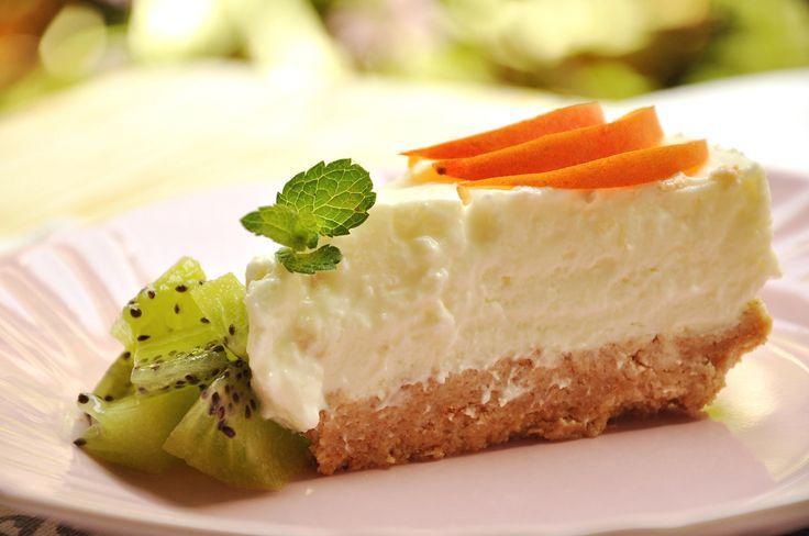 La ricetta della torta fredda allo yogurt Bimby, una ricetta facile per portare in tavola un dolce freddo e cremoso da gustare con frutta di stagione