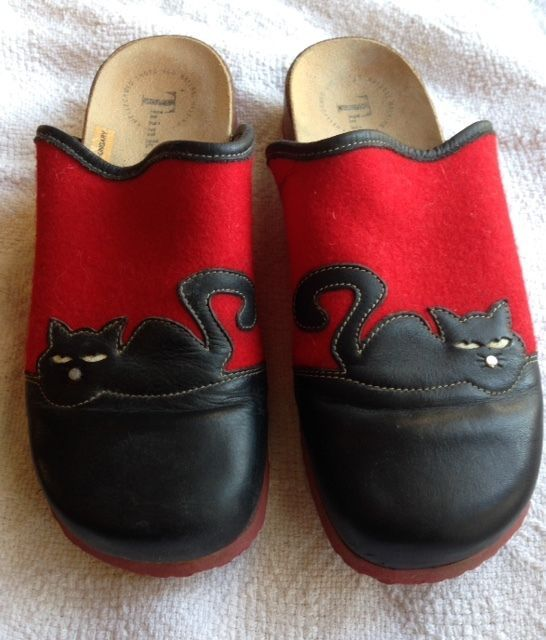 Women's Think! Clogs Mules Red Wool with black leather cats Euro size 40 Used #Think #Clogs