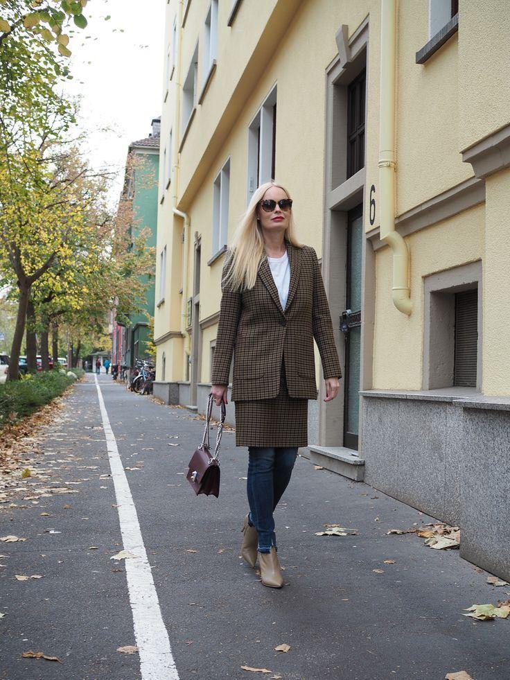 Wie kann ich ein Kostüm mit Muster stylen ? Mehr auf meinem Mode Blog Sandra Levin. Styles, Trend, Jeans, Mode, Fashion, Herbst Mode, Winter Mode für Frauen, Streetstyle