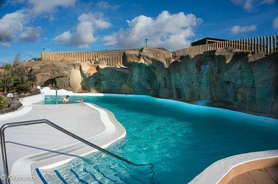 79 best living outside the walls images on pinterest for Pool design ventura