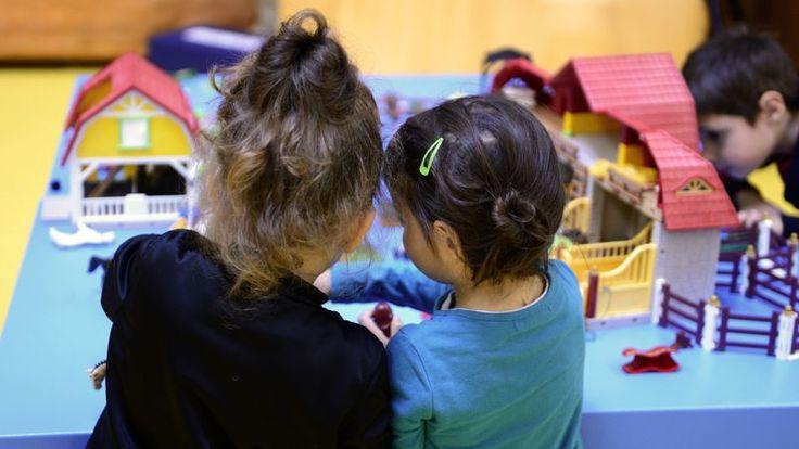 4400 spécialistes de l'enfance, dont des célèbres pédopsychiatres, ont envoyé une pétition aux députés pour dénoncer un risque de généralisation de la résidence alternée, un mode de garde qu'ils jugent nocif pour les plus jeunes enfants.