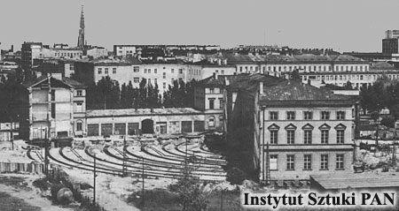 pałac po obróceniu z widocznymi odciętymi oficynami