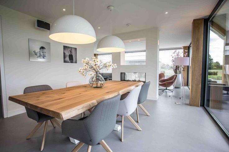 ZWAARTAFELEN I Zo mooi! I Prachtige boomstamtafel met een wit stalen PIM zonder zijstaanders zodat je ook een stoel in het midden kwijt kan! I www.zwaartafelen.nl