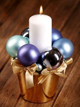 Kompozycja błękitna  10011 Świąteczna aranżacja  w złotej  donicy