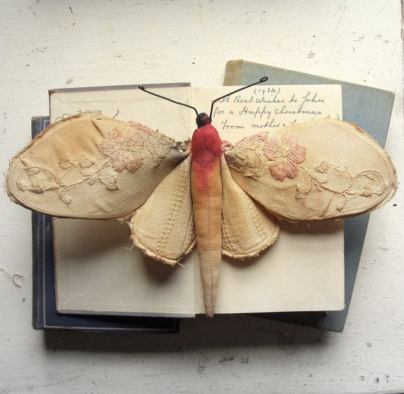 Little mothMister Finch, Soft Sculpture, Vintage Fabrics, Vintage Textiles, Textiles Artists, Vintage Tablecloth, Misterfinch, Vintage Linen, Paper Butterflies