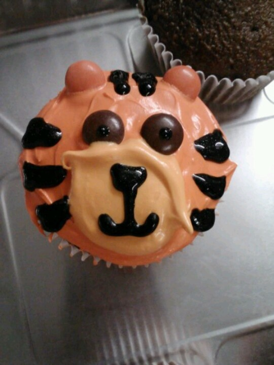Tiger cupcakes for jungle themed baby shower
