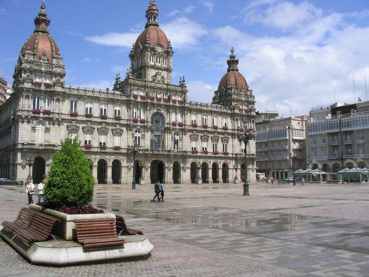 A Coruña. El Ayuntamiento en la Plaza de María Pita