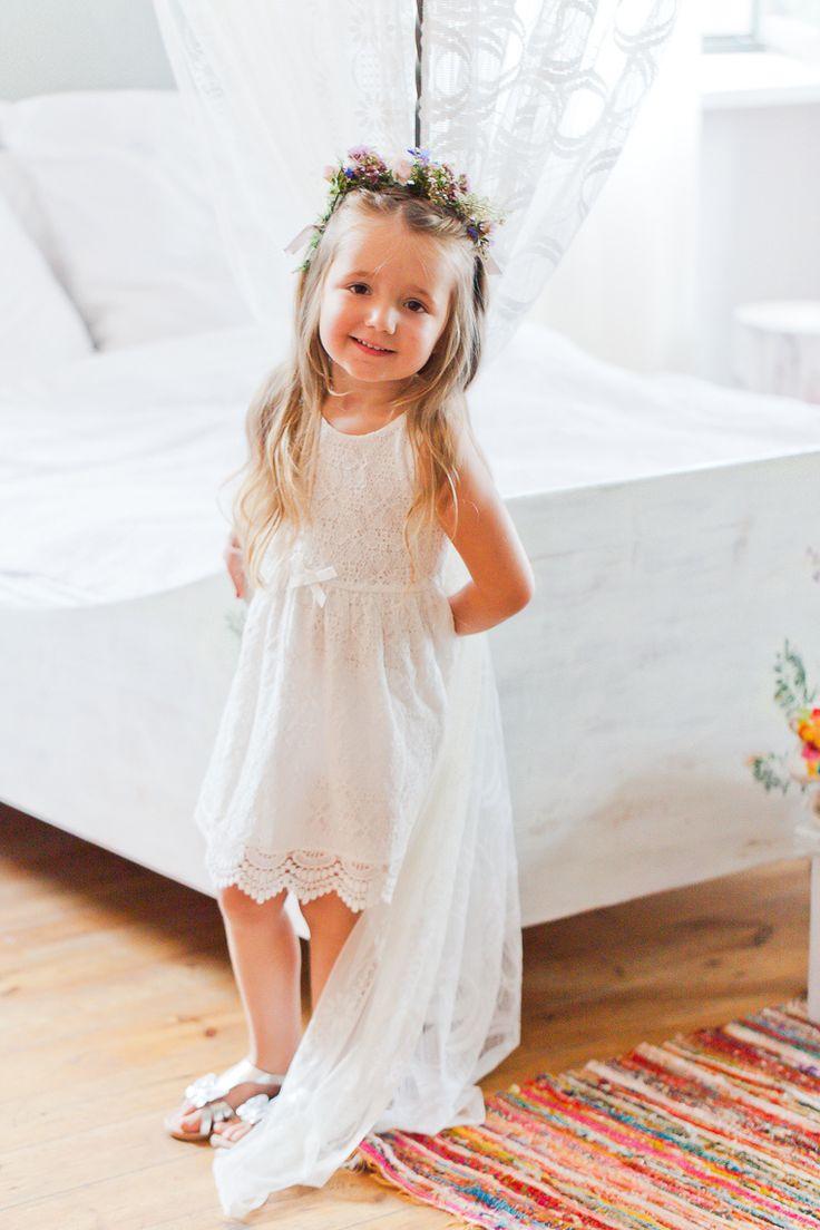 die besten 20 blumenm dchenkleider ideen auf pinterest blumenm dchen babykleidchen und wei e. Black Bedroom Furniture Sets. Home Design Ideas