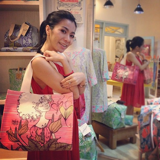 "@ryasay in our Darmawangsa Square store with Victor Collector's Edition Portico Tote in ""Take All the Time"""