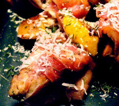 Serranokyckling med äpple och parmesan